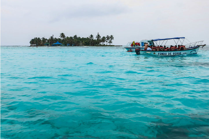 Boat in the sea of the 7 colors in San Andrés Colombia
